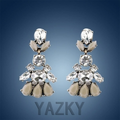 Fashion earring with leaf crystals pendant